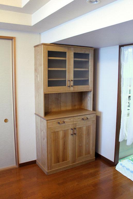 スリムなナラ無垢材のカップボード(横須賀市・M様邸)正面