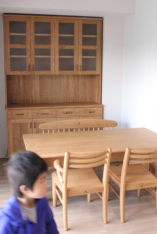 大きなナラ材のカップボードとダイニングテーブルセット(相模原市・S様邸)