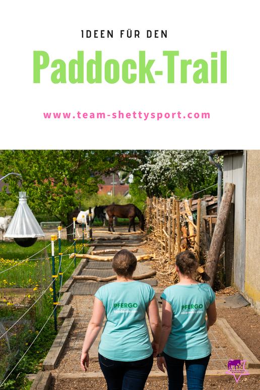 Paddock-Trail mit Baumstämmen - damit ist Bewegung für die Pferde garantiert!