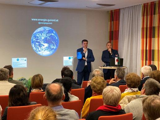 Bürgermeister der Marktgemeinde Peggau und KEM-Manager Roman Mühl denken über Lösungen nach.