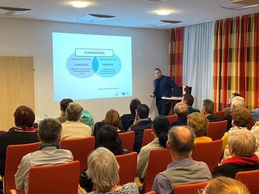 Beginn des Vortrags zum den Themen Klimawandel, Anpassung und Klimaschutz