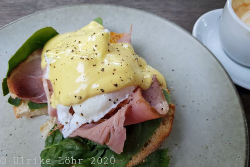Eggs Benedict im Pomegranate Cottage, Birdwood