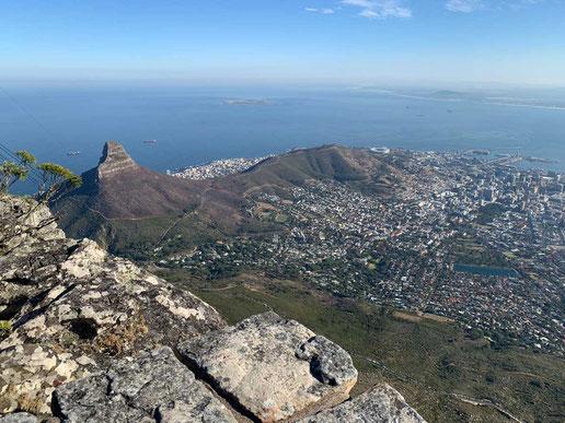 Blick vom Tafelberg auf Kapstadt - (C) www.gindeslebens.com