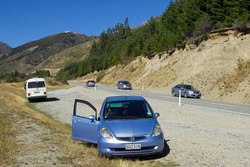 Unser Mietwagen auf einem Parkplatz am Lake Hawea