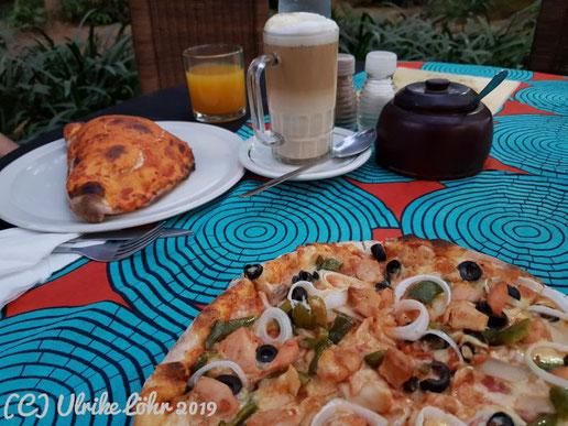 Pizza aus dem Holzofen im Garten von Olga's - the Italian Corner