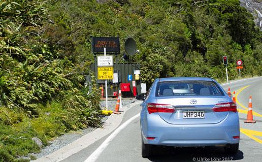 Warten vor dem Homer Tunnel auf der Milford Road