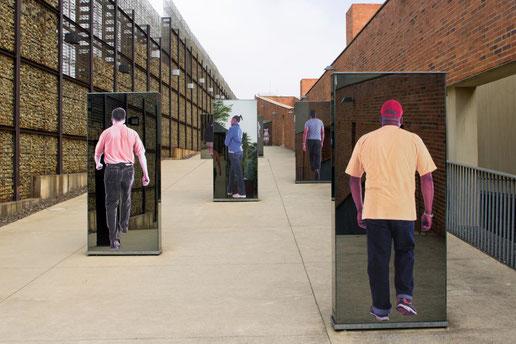 Eingangsrampe zum Apartheid Museum in Johannesburg
