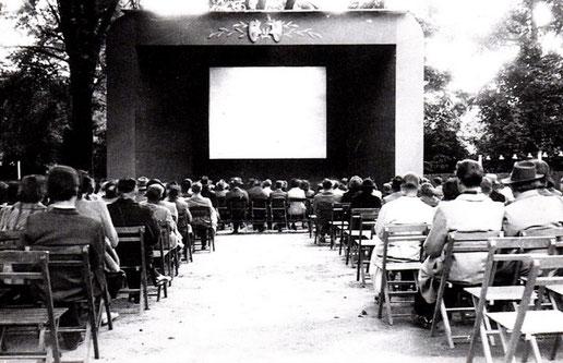 Gertrudenhof mit Kinoaufführung im Freien