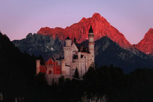 Schloss Neuschwanstein beim Sonnenaufgang, Urlaub in Bayern