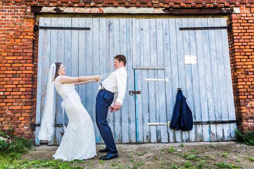 Heiraten in der Kirche Karstädt. Hochzeitsbilder vom Fotografen aus Wittenberge (Prignitz).