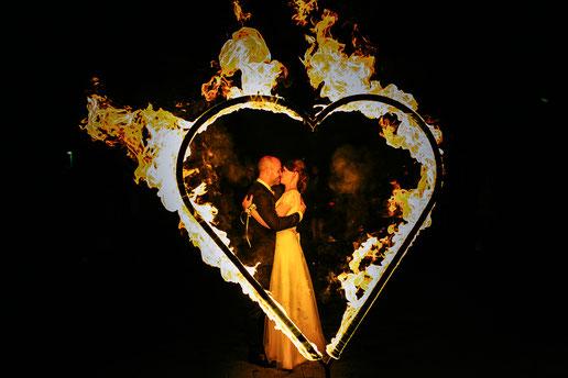 Feuershow zur Hochzeit mit Feuerherz