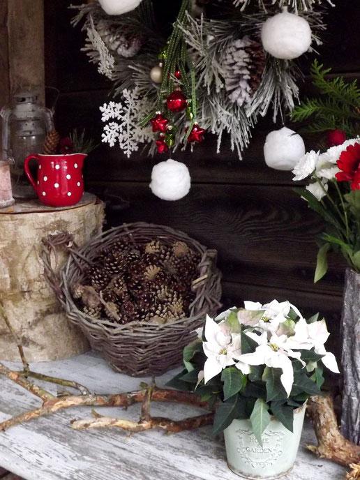 weihnachten rustikal,weihnachten rot weiß grün,weihnachtsdeko,türkranz weihnachten,weihnachtstrends 2018