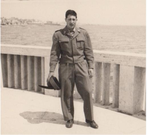 Vinicio durante il servizio di leva presso il corpo militare degli alpini.