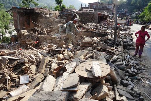 Zerstörung,alte,Menschen,Armut,Hilfe,Not,Spende,Kinder,Erdbeben