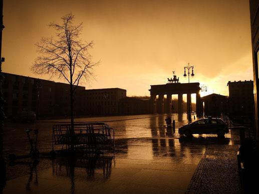 """Foto de la """"golden hour"""" en la puerta de Brandemburgo por Carlos Fontes"""
