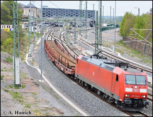Der EZ 52525 vom 3. Mai 2015 ist mit seinen vier Waggons recht überschaubar. 185 176-5 zieht die kurze umgeleitete Fuhre hier durch Chemnitz Hbf. gen Zwickau