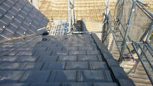 大垣市、墨俣町、安八町、瑞穂市、羽島市で屋根葺き替え工事中の屋根葺き替え工事専門店。墨俣町で屋根葺き替え工事/瓦葺き作業中