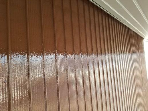 大垣市、墨俣町、安八町、瑞穂市、羽島市で外壁塗装工事中の外壁塗装工事専門店。墨俣町で外壁塗装工事/上塗り作業中