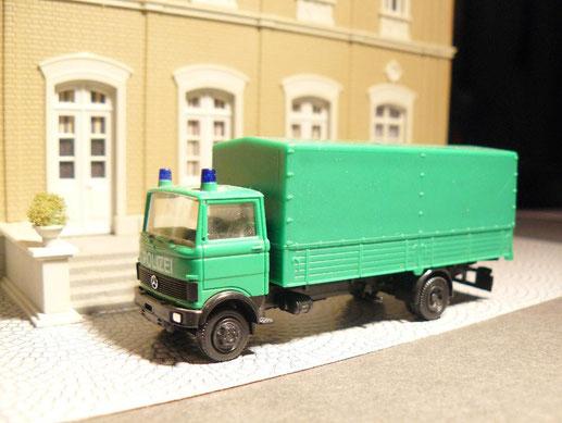 LKW zum Transport von Absperrgittern