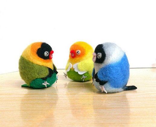 元気でにぎやかそうな小鳥さんのup画像