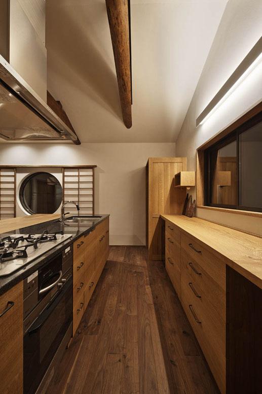 本格的な木のキッチン