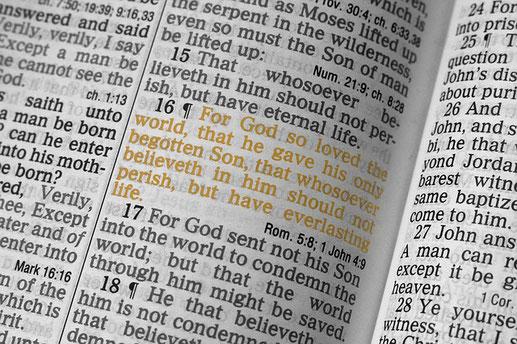 Dieu a tant aimé le monde qu'il a donné son Fils unique afin que quiconque croit en lui ne périsse pas mais ait la vie éternelle. « Or, la vie éternelle consiste à te connaître, toi le Dieu unique et véritable, et celui que tu as envoyé: Jésus-Christ.  »