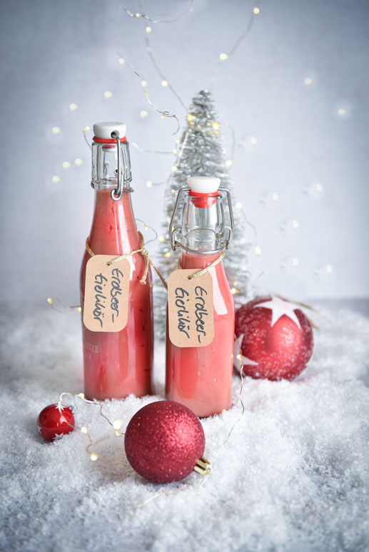 Erbeer-Eierlikör hier in der Weihnachtsversion mit Lebkuchengeschmack, super lecker, fast besser als normaler Eierlikör, vegan möglich