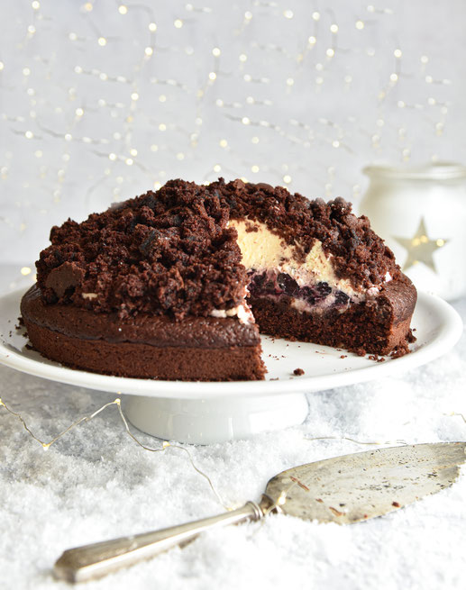 Maulwurfkuchen mit Marzipan und Weihnachtskirschen, vegan möglich, Thermomix
