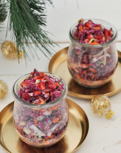 Roter Cole Slaw zu Weihnachten, Rotkohlsalat mit Lauch, Äpfeln, Möhren, Granatapfel etc, vegetarisch, vegan machbar, Thermomix