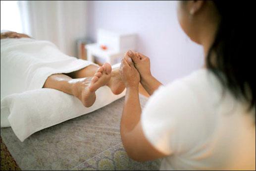 La réflexologie est un soin  de type massage.  annuaire du bien etre en touraine - via energetica