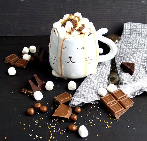 heiße Schokolade, Marshmallows, Sahne. Likör und Glitzer - Kakao für große Mädchen