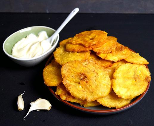 Doppelt frittierte Kochbananen aus Kuba.