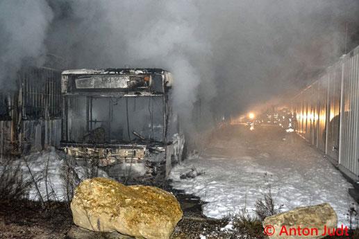 Feuerwehr; Blaulicht; BFKDO Baden; Brand; Bus; Gasbetrieben; Explosion;