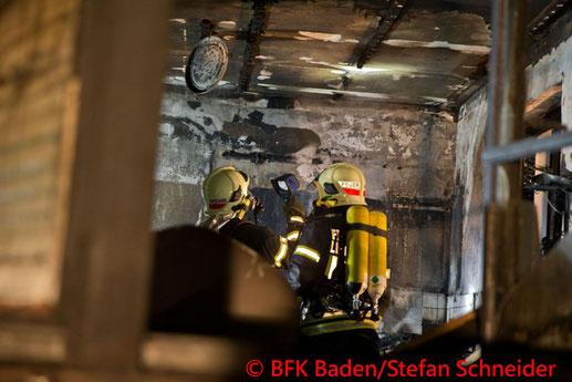 Feuerwehr; Blaulicht; BFKDO Baden; Brand; Enzesfeld; Einfamilienhaus;