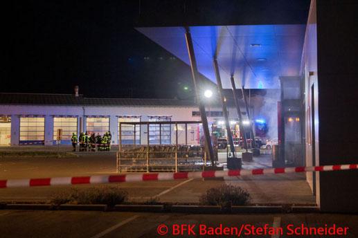 Feuerwehr, Blaulicht, BFKDO Baden, Brand, Geschäft, Einbruch, Oberwaltersdorf