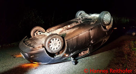 Feuerwehr; Blaulicht; FF Krumbach; PKW; Überschlag; Unfall;