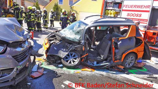 Feuerwehr, Blaulicht, Unfall, Micro-Car, SUV, Sooss, Ortsgebiet, BFKDO Baden