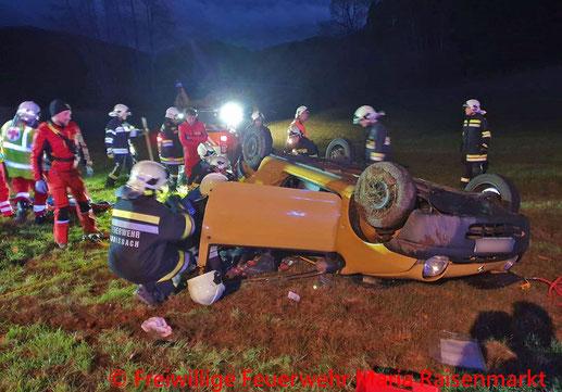 Feuerwehr; Blaulicht; BFKDO Baden; PKW; Unfall; Überschlag; FF Maria Raisenmarkt;