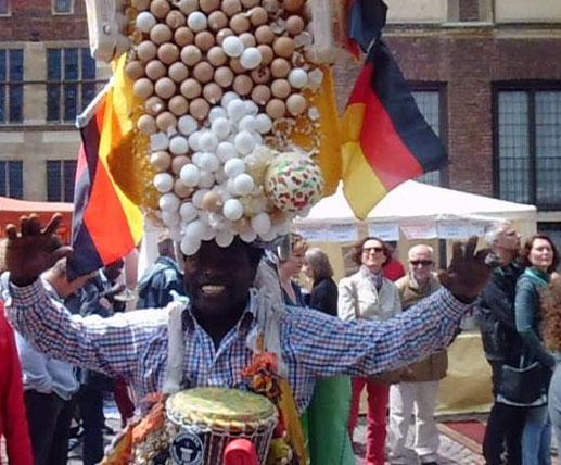 EggMan Gregory da Silva auf dem Afrikafestival in Münster 2013, Foto: Werner Klöpper