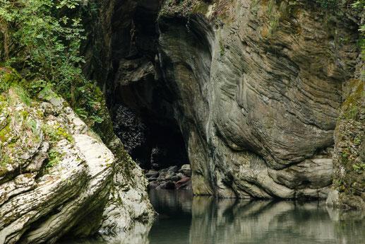 Eingang der Schlucht Stretti die Giaredo, Italien, Flusswanderung