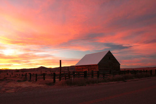 Sonnenuntergänge im Wilden Westen, reiten in den Sonnenuntergang