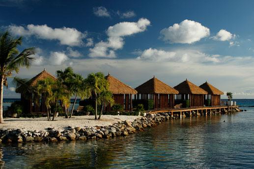 Cabanas auf Renaissance Island, Aruba, Karibiktraum