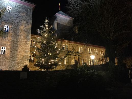 Bild: Weihnachten auf Burg Schnellenberg in Attendron