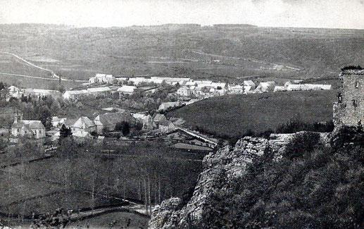 Vue du village de Dourbes dans les années 10, l'église se trouve à gauche sur la vue.