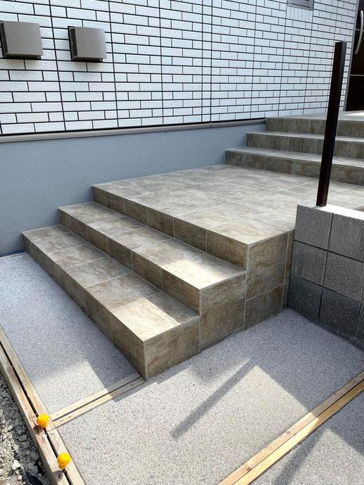 タイル貼り階段