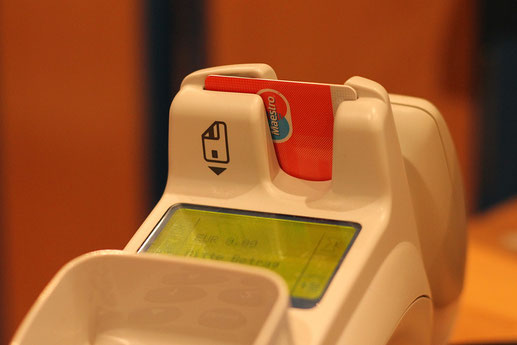 Im HairEck No.1 - Ihrem Friseur in Leipzig können sie auch mit EC-Karte völlig bargeldlos bezahlen.