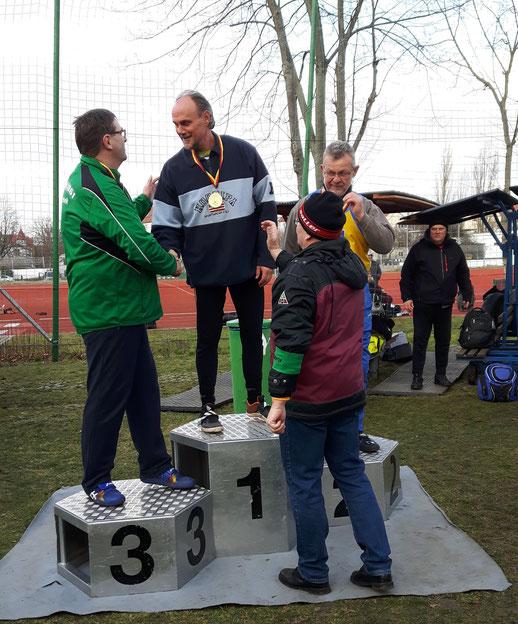 Udo Giehl (Mitte) bei der Siegerehrung.
