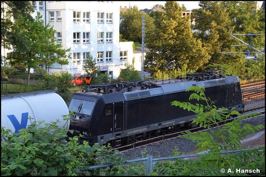 Am 14. Juli 2021 war 185 570-9 als Wagenlok an einem Kesselwagenzug in Chemnitz-Süd zu sehen