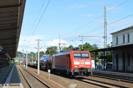 Am 16. August 2014 durchfährt 189 014-4 mit kurzem Mischer Pirna Hbf.