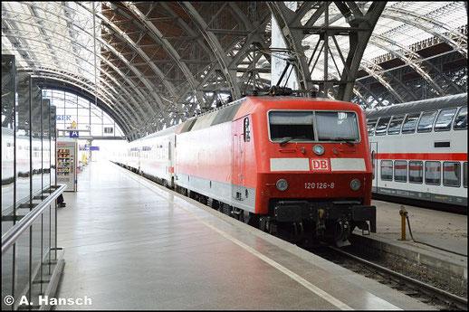 120 126-8 steht am 27. August 2016 mit IC in Leipzig Hbf.